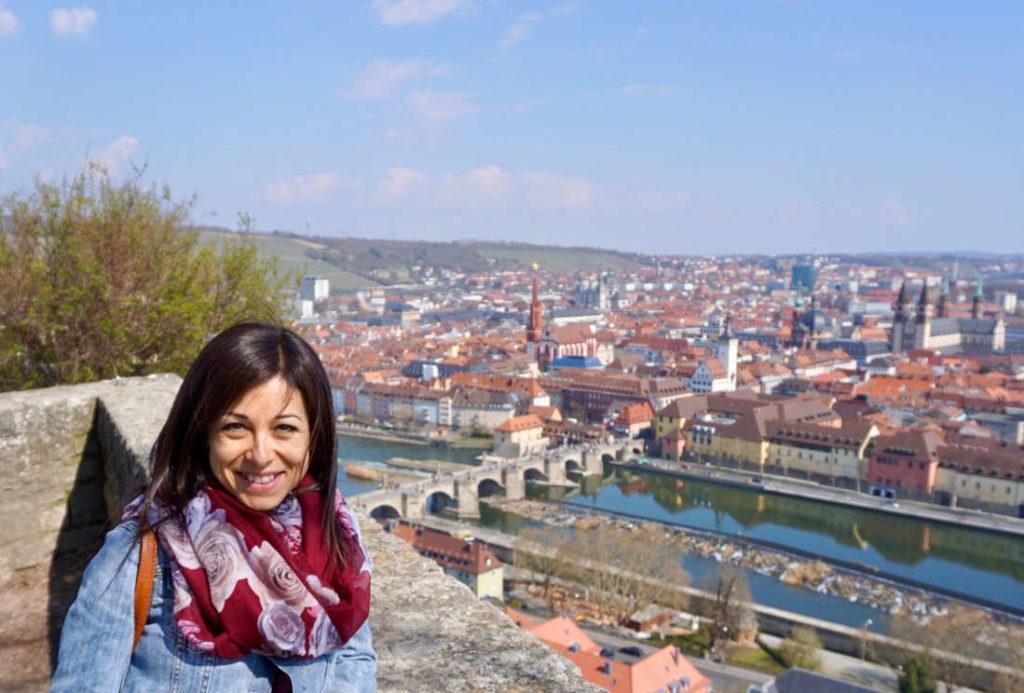 italienische Sprachlehrerin auf der Festung in Würzburg