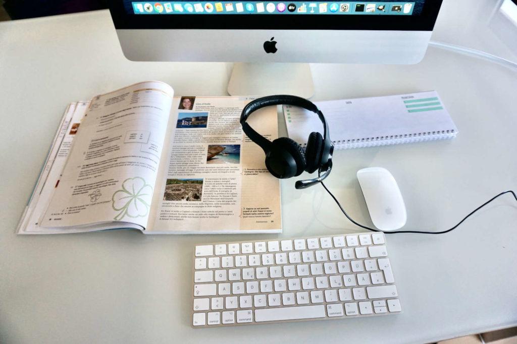 Italienischbuch Headset und Computer Sprachkurse Online